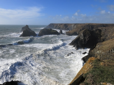 Kynance Cove hit by big seas during Cornish winter storms