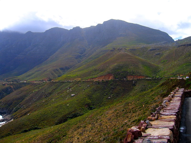 Main R44 coastal road around the edge of the Hottentots Holland mountain range, South Africa © 2006 Claire Ogden