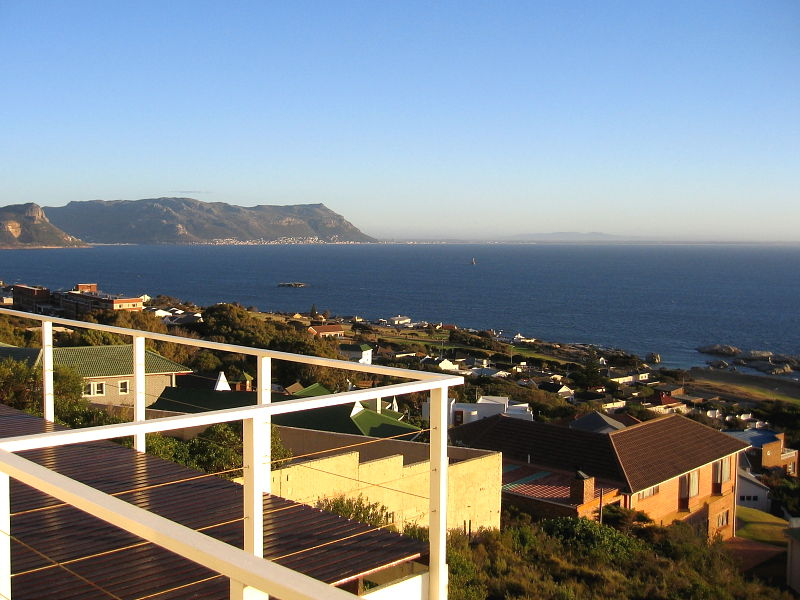 http://www.wildlifeinsight.com/wp-content/gallery/sa_places/south-african-holiday-apartment-view-across-false-bay-and-the-cape-peninsula-2381.jpg